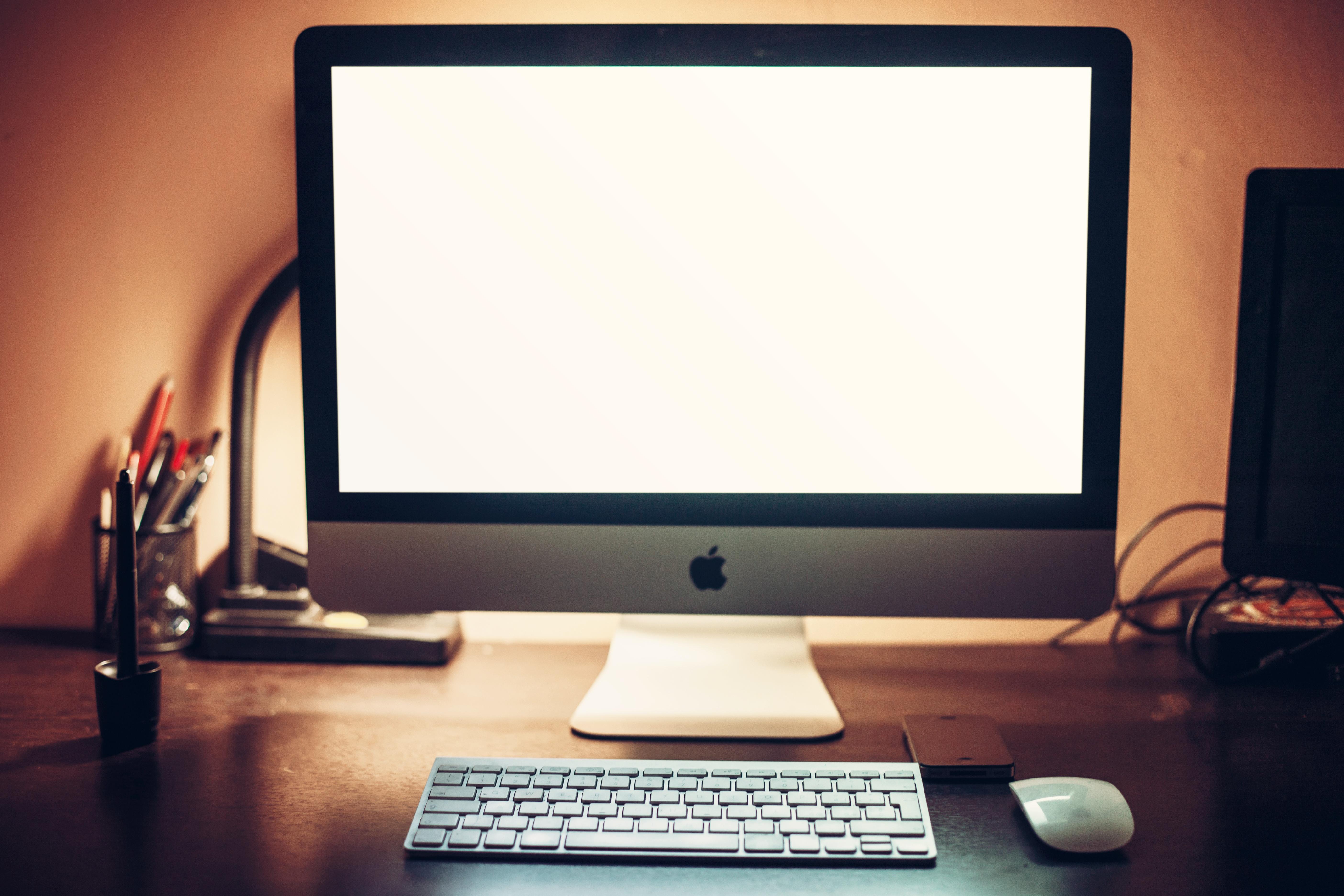 apple-desk-office-technology.jpg