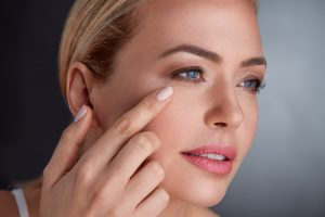 3 Ways to Achieve Younger Looking Skin by Using Hyaluronic Acid