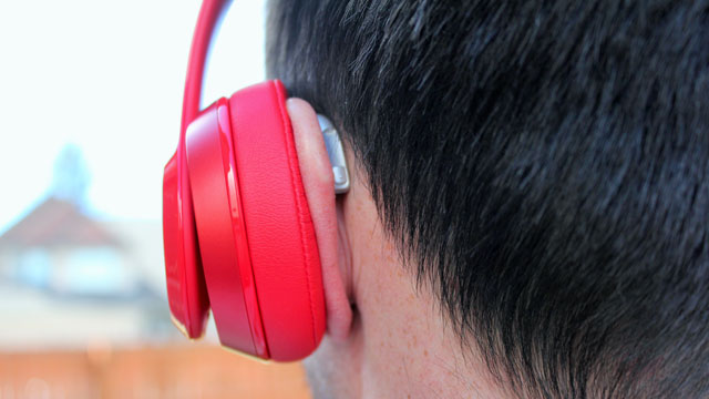 People with Hearing Aids: Is It Still Possible To Use Headphones?